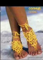 Вязаное украшение на ногу